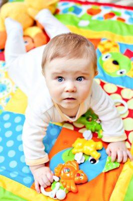 organizar bolso del bebe,consejos para organizar pañalera de bebè,pañalera del bebè lista para salir,cambio del bebè fuera de casa