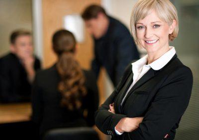 Cómo recibir buenas críticas de tu jefe,tips de imagen para cuidar tu empleo,formas de hacerte notar en tu trabajo,como tratar con tu jefe - como ser más visible en el trabajo,estrategias para llamar la atención de tu jefe,cosas que a tu jefe le encanta escuchar