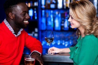 Cómo iniciar una conversación con una chica,tips para iniciar conversaciòn con un chica,consejos para conversar con una chica por primera vez,como acercarte a una chica para conversar,tips para iniciar una conversaciòn con una chica que te gusta,como acercarte a una mujer por primera vez para conversar.
