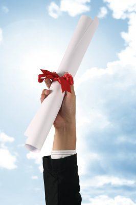 Lindas Felicitaciones A Un Recién Graduado Saludos Por